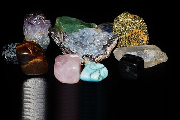Use Raw or Polished Stones & Crystals In Reiki Sessions?